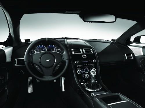 Intérieur d'une Aston Martin équipée du BeoSound DBS