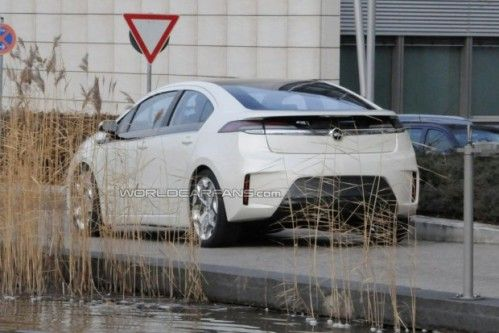 opel-ampera-spy-photo-during-video-shoot_8-620x413