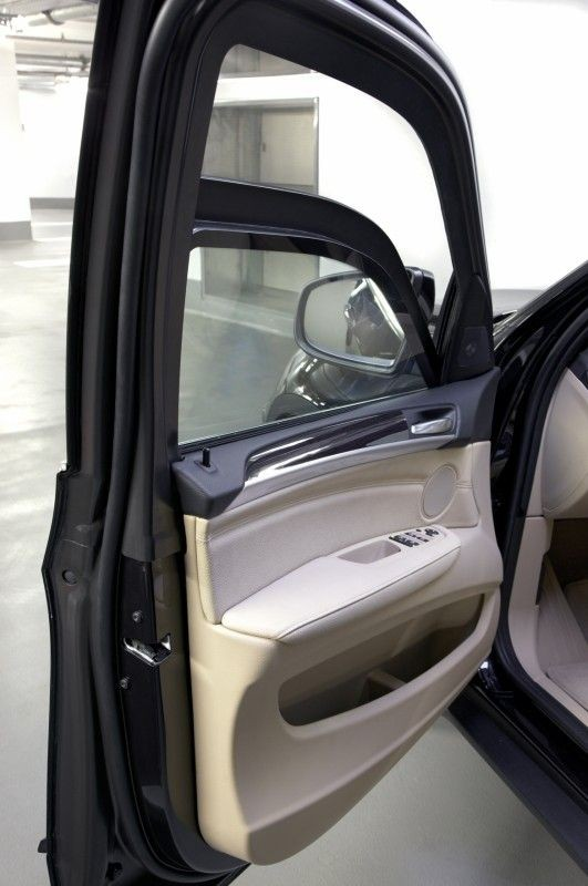 http://blogautomobile.fr/wp-content/uploads/2009/04/bmw-x5-sp-portiere.jpg