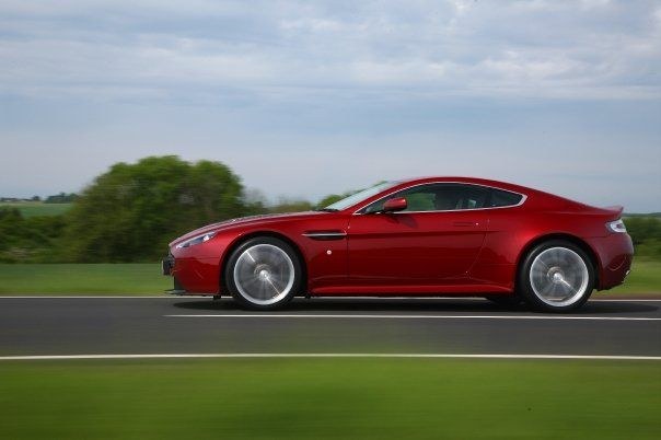 aston martin v12 vantage je l 39 aime rouge blog automobile. Black Bedroom Furniture Sets. Home Design Ideas