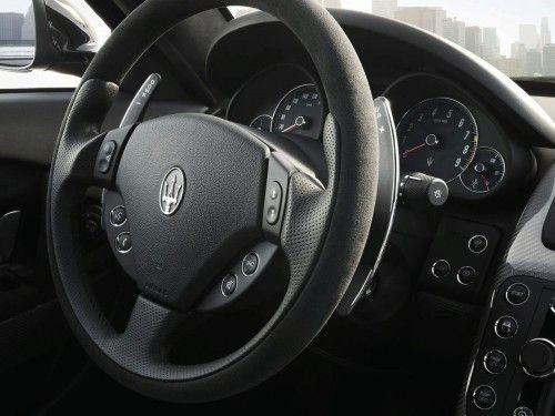Maserati Quattroporte Sport GT S - volant