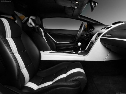 Lamborghini-Gallardo_LP550-2_2010_seats and dashboard