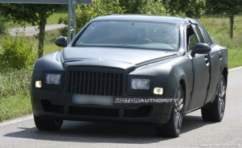 2009 - [Bentley] Mulsanne - Page 3 2010_grand_bentley_arnage_replacement_spy_shots_july_001-0730-950x650-500x306
