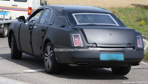 2009 - [Bentley] Mulsanne - Page 3 2010_grand_bentley_arnage_replacement_spy_shots_july_005-0730-950x650-500x285