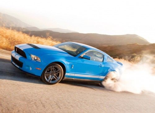 Shelby GT500 en burnout