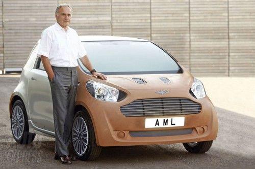 Ulrich Bez et sa micro Aston Martin