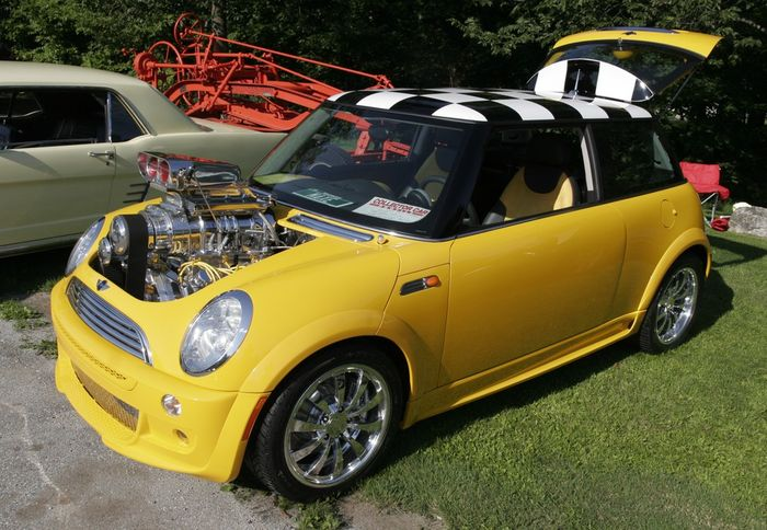 mini cooper s maxe un poussin jaune avec un coeur norme blog automobile. Black Bedroom Furniture Sets. Home Design Ideas