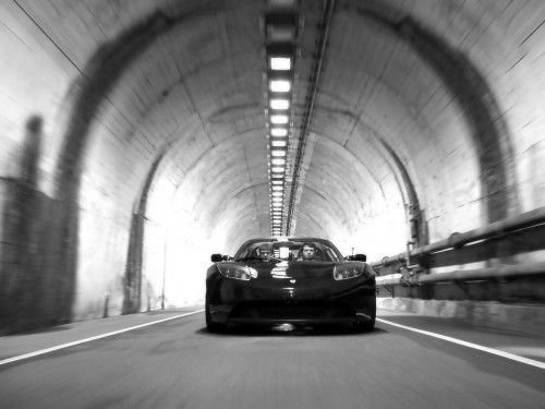 Tesla-Roadster-Tunnel-Front