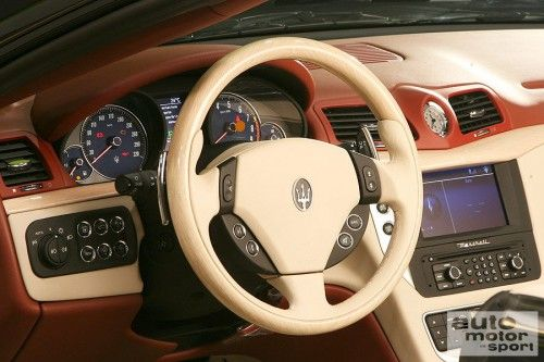 big_MaseratiGranCabrioprimeimmaginiacapotechiusa_10