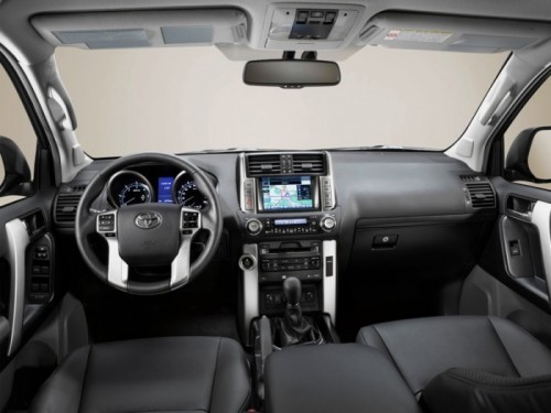 2010-Toyota-Land-Cruiser-Interior-swb