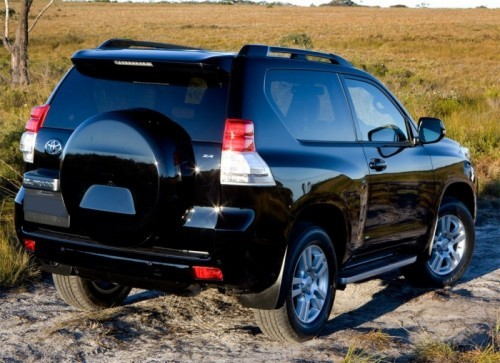 2010-Toyota-Landcruiser-Three-Door-2