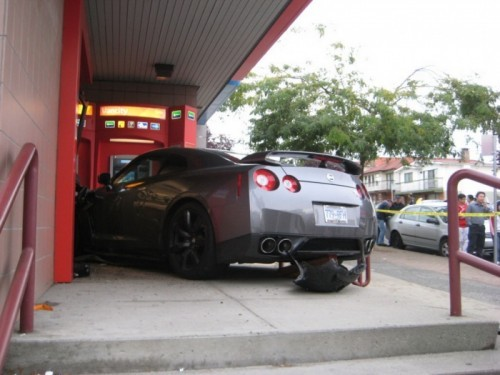Nissan-GT-R-Bank-4