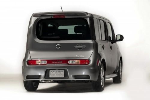 2010-Nissan-Cube-23