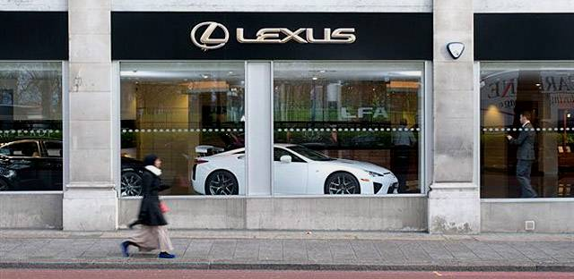 lexus-lfa-in-london-for-x-mas