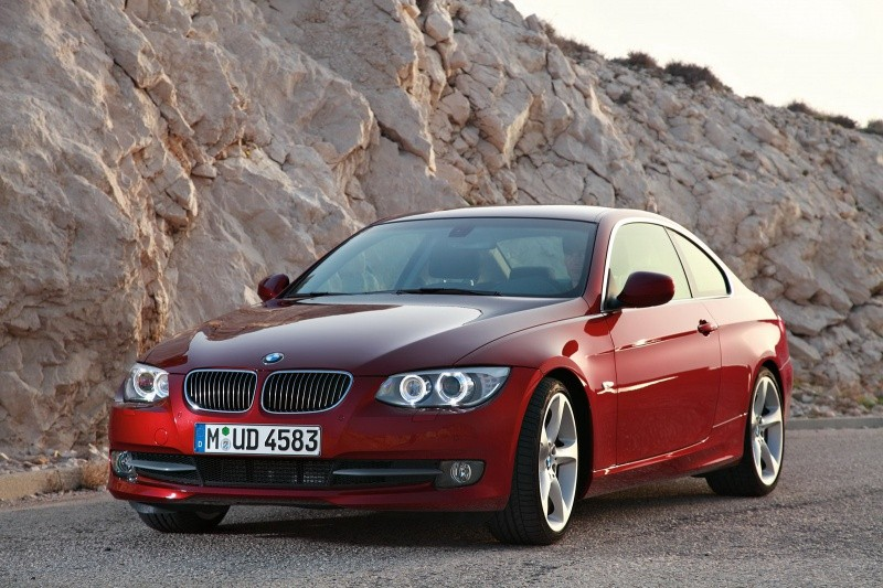 2011-BMW-3-Series-Coupe-Convertible-56
