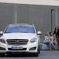 2011 Mercedes R Class 4 200x200 Mercedes Classe R 2010 : Dévoilée officiellement + [MàJ]