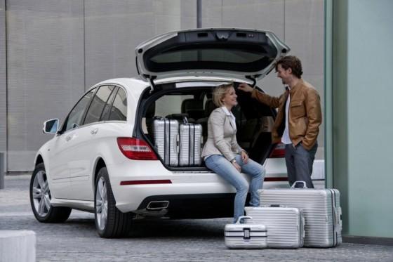 2011 Mercedes R Class facelift 10 560x373 Mercedes Classe R 2010 : Dévoilée officiellement + [MàJ]