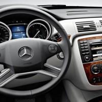 2011 Mercedes R Class facelift 11 200x200 Mercedes Classe R 2010 : Dévoilée officiellement + [MàJ]