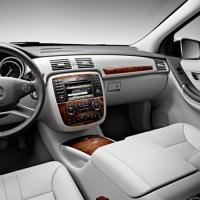 2011 Mercedes R Class facelift 12 200x200 Mercedes Classe R 2010 : Dévoilée officiellement + [MàJ]