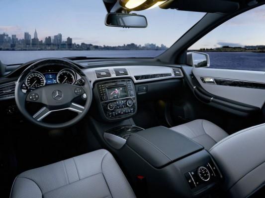 2011 Mercedes R Class facelift 13 533x400 Mercedes Classe R 2010 : Dévoilée officiellement + [MàJ]