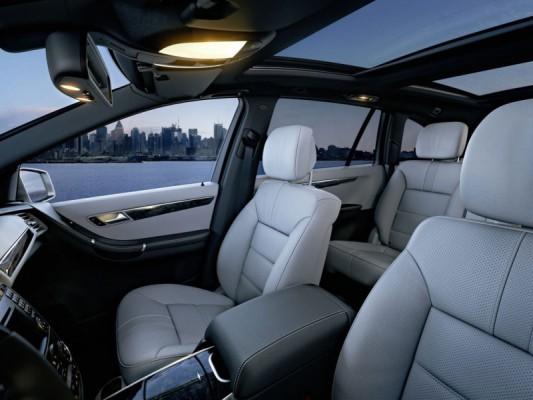 2011 Mercedes R Class facelift 14 533x400 Mercedes Classe R 2010 : Dévoilée officiellement + [MàJ]