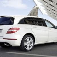 2011 Mercedes R Class facelift 2 200x200 Mercedes Classe R 2010 : Dévoilée officiellement + [MàJ]