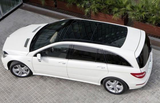 2011 Mercedes R Class facelift 3 560x361 Mercedes Classe R 2010 : Dévoilée officiellement + [MàJ]