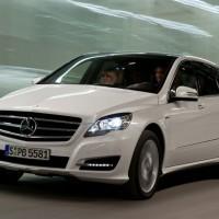 2011 Mercedes R Class facelift 6 200x200 Mercedes Classe R 2010 : Dévoilée officiellement + [MàJ]