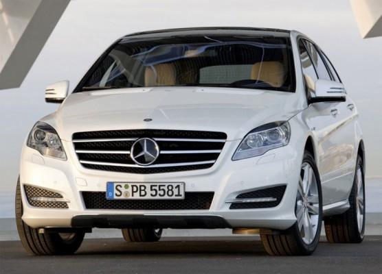 2011 Mercedes R Class facelift 7 556x400 Mercedes Classe R 2010 : Dévoilée officiellement + [MàJ]