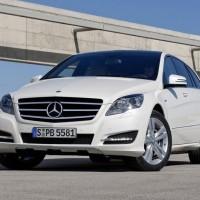 2011 Mercedes R Class facelift 8 200x200 Mercedes Classe R 2010 : Dévoilée officiellement + [MàJ]