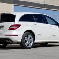 2011 Mercedes R Class facelift 9 200x200 Mercedes Classe R 2010 : Dévoilée officiellement + [MàJ]