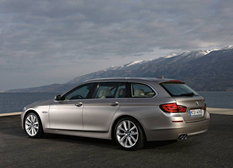 BMW-5-Series_Touring_2011_15