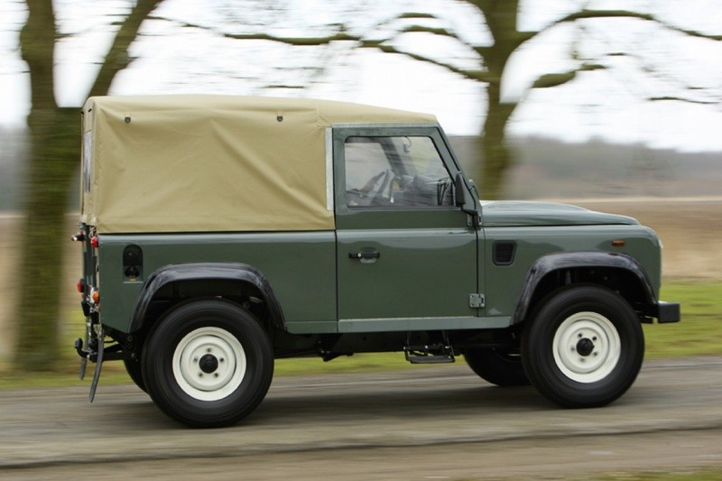 land rover defender 90 soft top classic less is more blog automobile. Black Bedroom Furniture Sets. Home Design Ideas