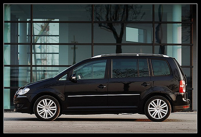 volkswagen touran 2010 2011 un grand moment de design blog automobile. Black Bedroom Furniture Sets. Home Design Ideas