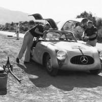 300 sl .2 200x200 Mercedes SLS AMG et 300 SL : Les Gullwing nous refont la Carrera Panaméricana