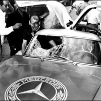 300SL accident 200x200 Mercedes SLS AMG et 300 SL : Les Gullwing nous refont la Carrera Panaméricana