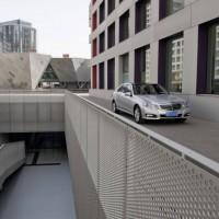 Mercedes Benz E Class L 2011 04 200x200 Mercedes Classe E Longue : La réponse de Mercedes à la serie5 L  ( + vidéo )