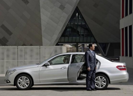 Mercedes Benz E Class L 2011 09 555x400 Mercedes Classe E Longue : La réponse de Mercedes à la serie5 L  ( + vidéo )