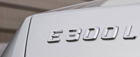 Mercedes Benz E Class L 2011 10 560x227 Mercedes Classe E Longue : La réponse de Mercedes à la serie5 L  ( + vidéo )