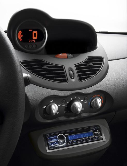 renault twingo walkman limited edition on chappe quand m me au lecteur k7 blog automobile. Black Bedroom Furniture Sets. Home Design Ideas
