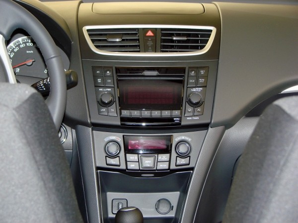 http://blogautomobile.fr/wp-content/uploads/2010/06/2011-suzuki-swif-interior-21.jpg