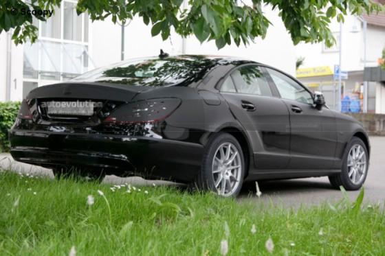 spysho18 560x373 Mercedes CLS 2011 : Spyshots, previews et vidéo