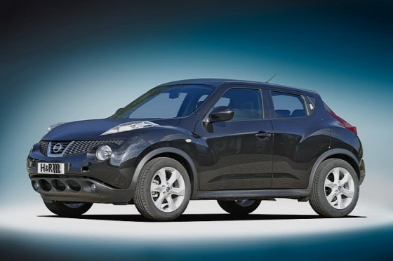 Black Nissan Juke Pictures. h r plays with the nissan juke