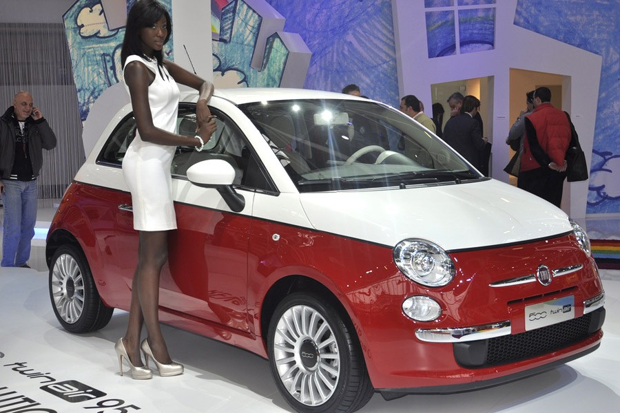 fiat 500 bicolore les deux images 3d officielles m j live blog automobile. Black Bedroom Furniture Sets. Home Design Ideas
