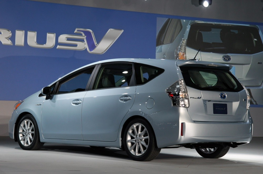 toyota prius v la prius qui voulait se faire aussi grosse que le monospace vid o blog. Black Bedroom Furniture Sets. Home Design Ideas