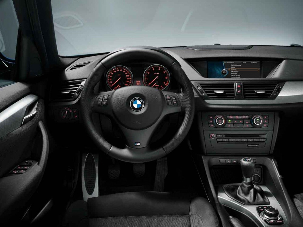 bmw x1 pack sport m il enfile sa tenue de sport blog automobile. Black Bedroom Furniture Sets. Home Design Ideas