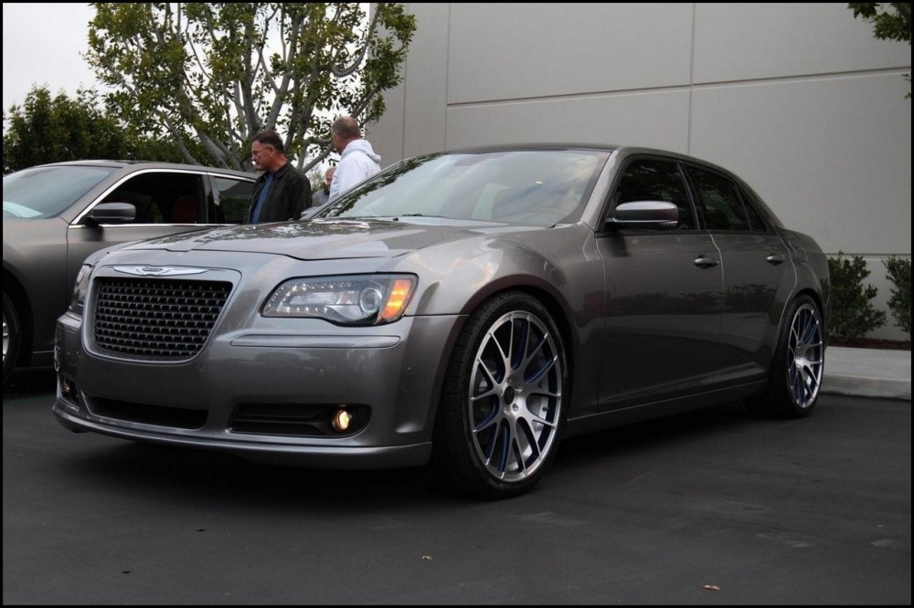 http://blogautomobile.fr/wp-content/uploads/2011/03/Chrysler300SConcept_01.jpg