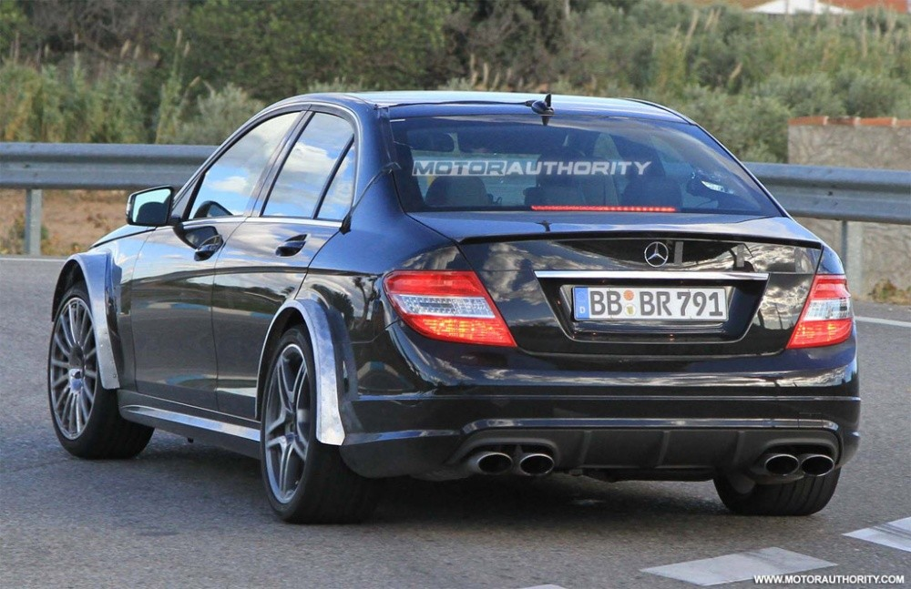 mercedes classe c 63 amg black series coup berline spyshot es et illustr es blog automobile. Black Bedroom Furniture Sets. Home Design Ideas