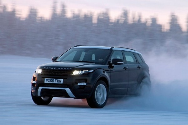 land rover evoque la neige video du park assist blog automobile. Black Bedroom Furniture Sets. Home Design Ideas