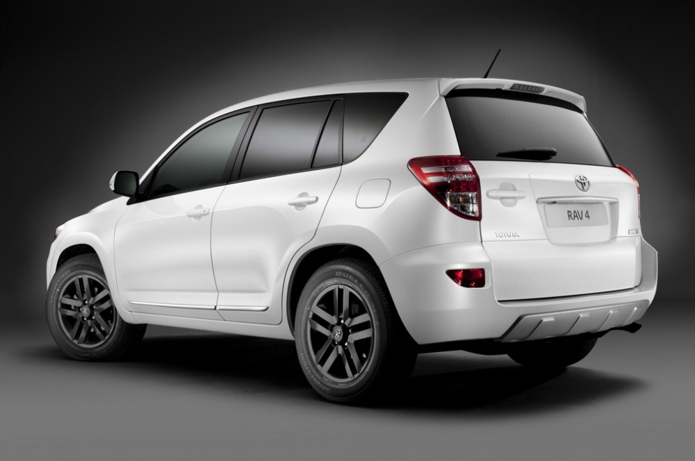 toyota rav4 white edition le suv blanc blog automobile. Black Bedroom Furniture Sets. Home Design Ideas